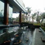 Pesankamarhotel.com | kolam ikan samping resto
